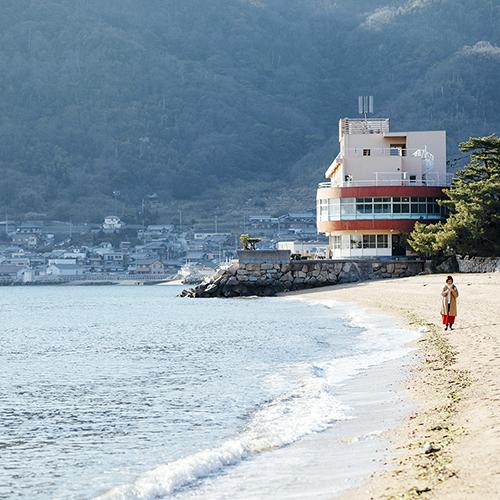 ・桂浜海岸沿いに佇む宿です 客室からの景色はまるで海に浮かんでいるかのよう