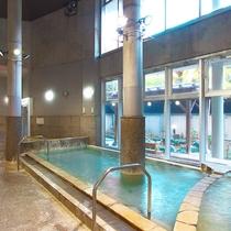 当館から徒歩5分のところにある「桂浜温泉館」