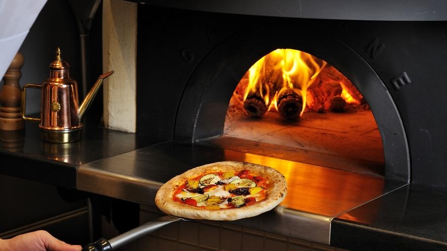 石釜で焼き上げる イタリアンピッツァ