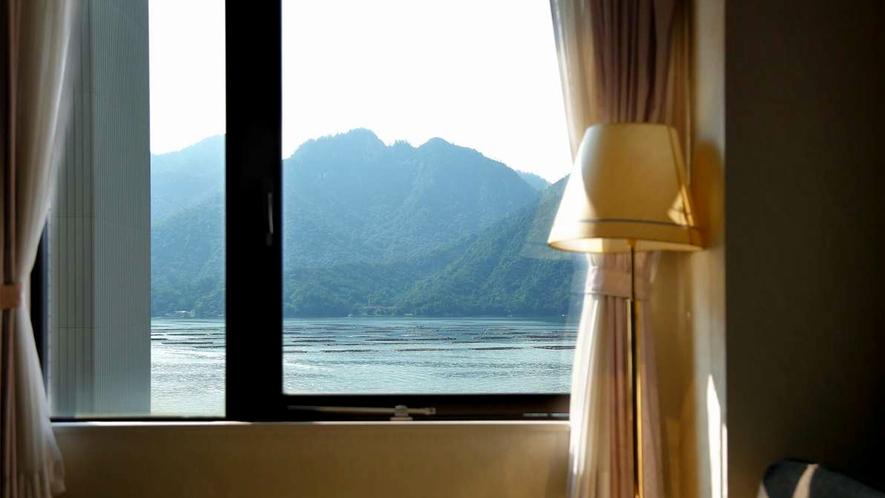 【新館ツインルーム】瀬戸内海を臨む景色が楽しめるお部屋です。