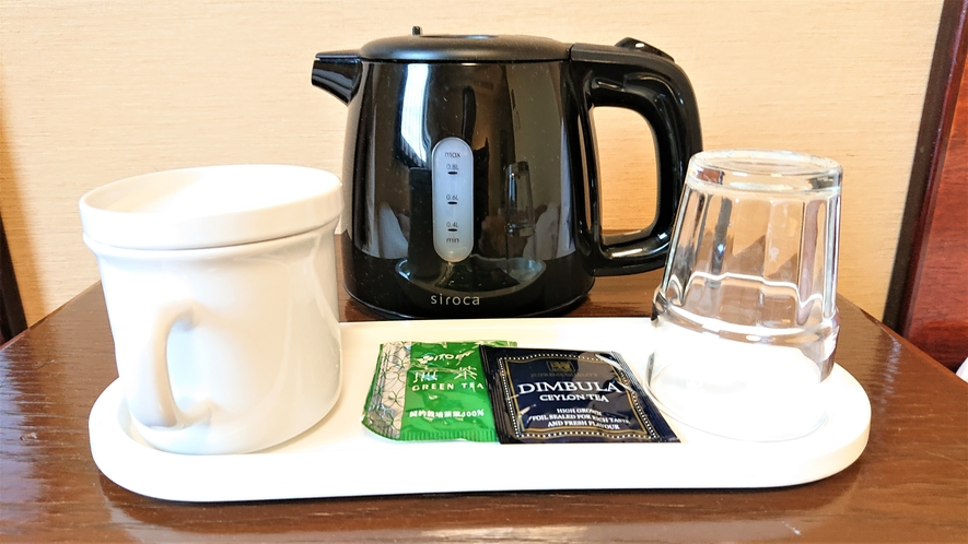 客室 ポット・お茶・カップ・グラス