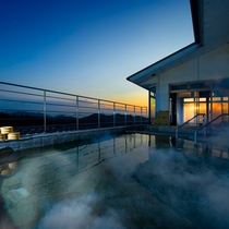 屋上露天風呂「天女」夕日|海抜110mからの絶景
