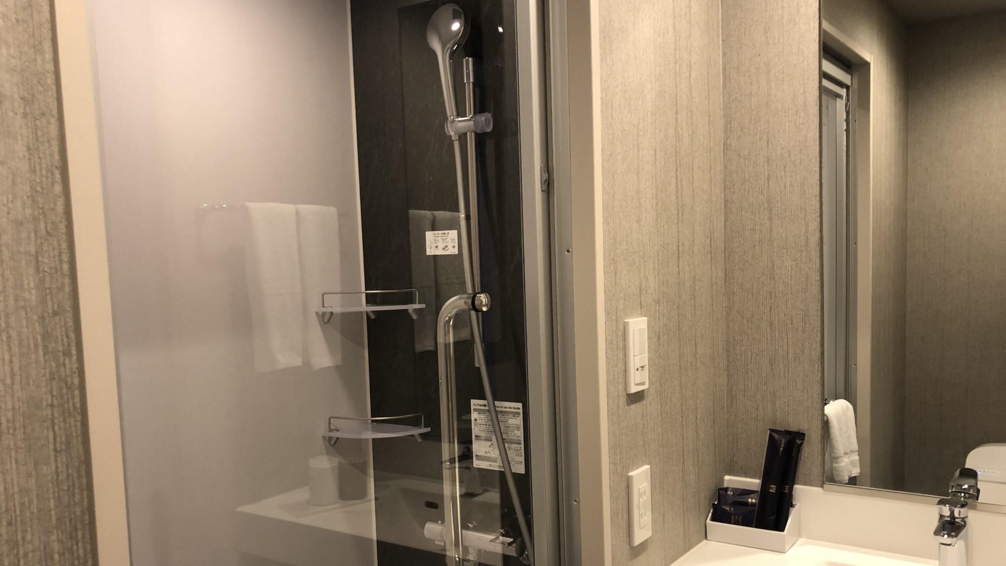 客室内シャワーブース