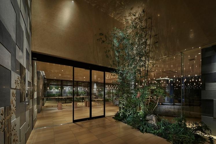 風除室(本物の竹林と壁画の竹林がお迎えいたします)