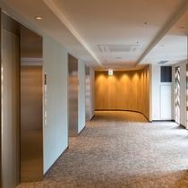 客室階EVホール