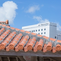 沖縄の赤と東急ステイの白とのコントラスト