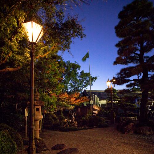 三千余坪の敷地内にある日本庭園