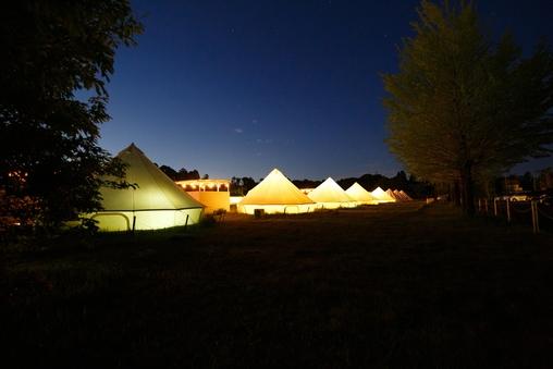 グランピング自然感じるベル型テント・シングルベッド4つ
