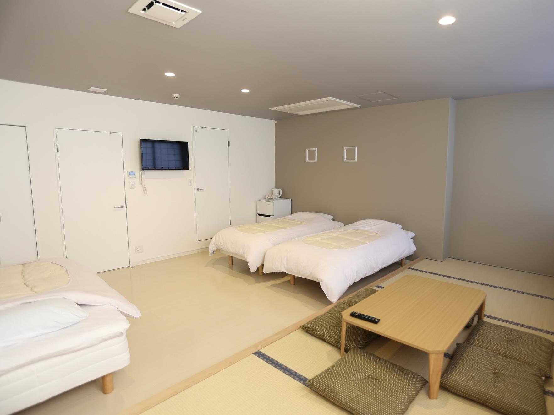 和洋室のファミリールーム、最大6名様まで利用可能です。