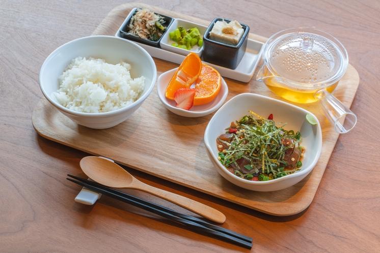 朝食(五島特産焼あごのだし茶漬け)