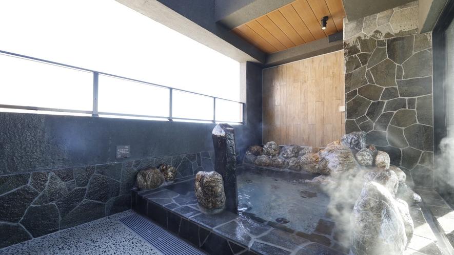 ■天然温泉大浴場「香梅の湯」男性露天(湯温:42~43℃)
