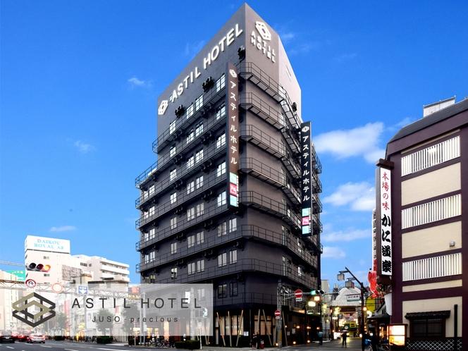 阪急十三駅・西口より徒歩2分!昼の外観