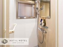 <客室内>シャワーブースタイプ窓があり開放的なデザイン。