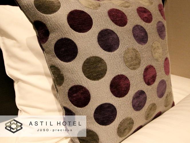 <客室>落ち着いた色合いのお部屋タイプ シックな雰囲気です。・クッション