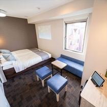 【バリアフリールーム】ベッド2台、ソファ、ルームシアター完備♪