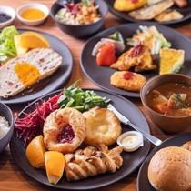 ■朝食■スープ・焼きたてパン・カレー・おかずを好きなだけお召し上がりいただけます♪