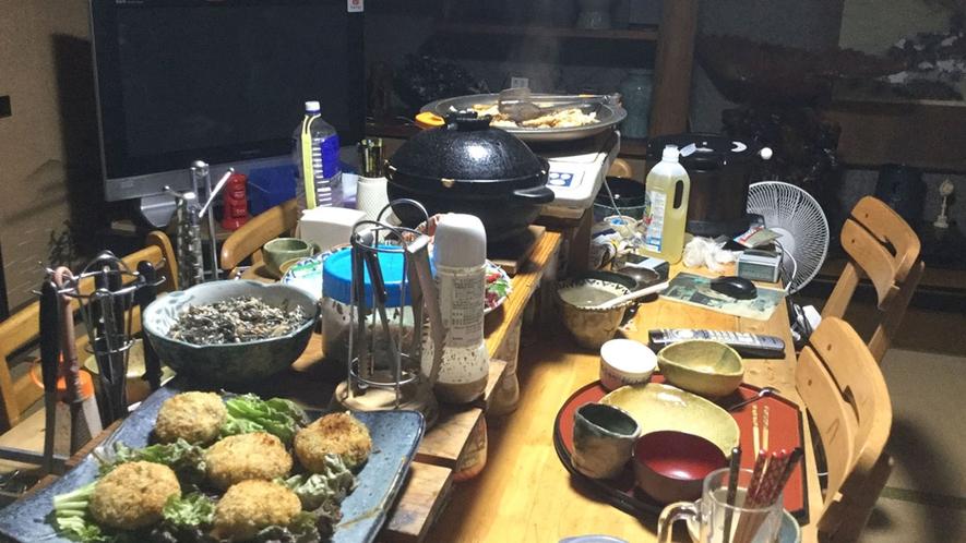 ・夕食/地元の食材を使った創作料理