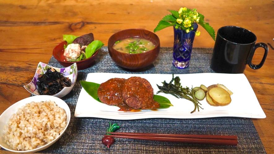 ・<選べる夕食の一例>ご夕食は、玄米+メイン+副菜3種以上+汁物をご用意しております。
