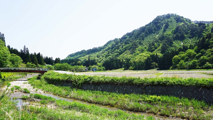 ・宿周辺では美しい山々をご覧いただけます。