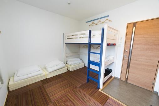 2-4名個室(ロフトベッドと琉球畳)