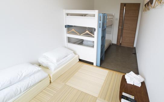 2-4名個室(2段ベッドと琉球畳)