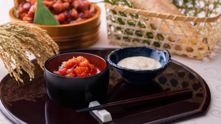 【朝食】漬けまぐろの山かけ丼