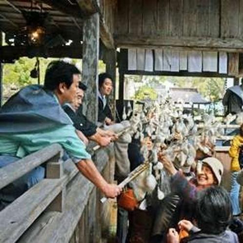 延年祭。浦嶋子ゆかりの一門が浦嶋神社に参集し、長寿・五穀豊穣・豊漁などを祈願します。(3月17日)