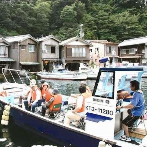 伊根の舟屋を海から散策「海上タクシー」♪地元の船頭が歴史や景観についてガイドしながら伊根湾を周遊。