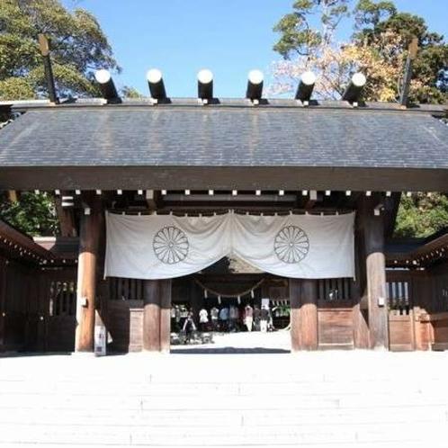 元伊勢 籠神社。養老3年(719)に奥宮・眞名井神社があった場所から現在地に神様を遷し創建。