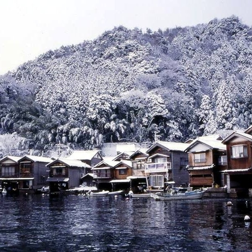 冬の「伊根の舟屋」(重要伝統的建造物群保存地区)