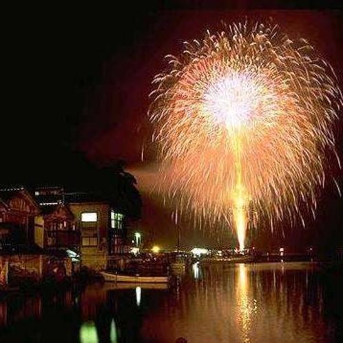 8月の最終土曜日に催される「伊根花火」。伊根町最大のイベントです♪