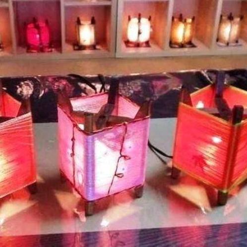 織物制織時に使用する木枠でオリジナルランプ作り体験。旅の記念にいかがでしょうか?