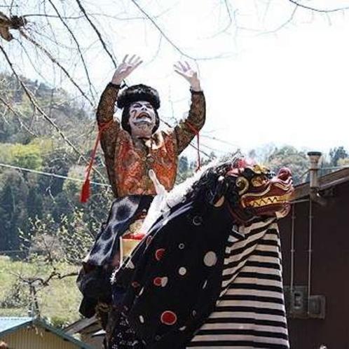 筒川祭り。約350年前から始まった菅野の神楽。和唐内の迫力の演舞は必見。(4月下旬)