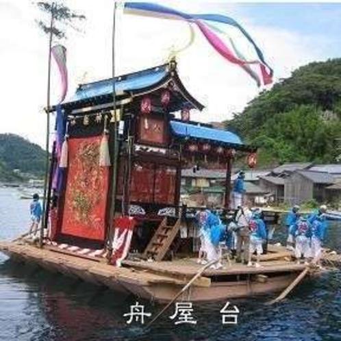 海の祇園祭「伊根祭り」大祭の年に奉納される「舟屋台」は必見です!(7月下旬)