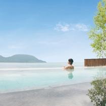 湖と一つになる露天風呂
