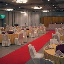 *【宴会場】テーブル席でご歓談をお楽しみいただけます。他、会議室、結婚式場も完備!