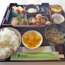 *【和朝食一例】ごはん、お味噌汁、焼き魚など健康的な和定食。