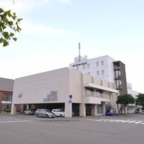 *【外観】美唄駅から徒歩5分、札幌・旭川方面へのアクセスも良好です!