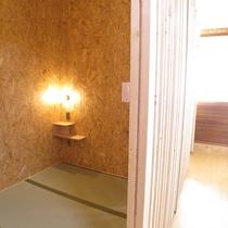 *和室3.3畳のお部屋。コンセントとルームランプ設置。カーテンを閉じれば自分だけのプライベート空間♪