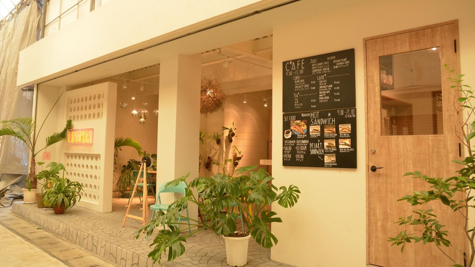 【ホテルエントランス・カフェ】ホテルのエントランスの風景です