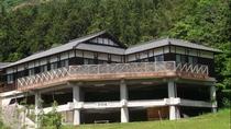 【研修施設】木造平屋建ての研修施設は各種研修の利用以外に、団体様も利用できます。