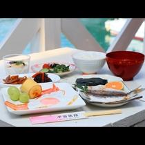 朝食◆天気がよければ是非オーシャンビューのテラスでお召し上がりください♪