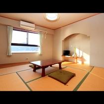 8畳和室■熊野の海を一望!明るい雰囲気が居心地の良いお部屋です。