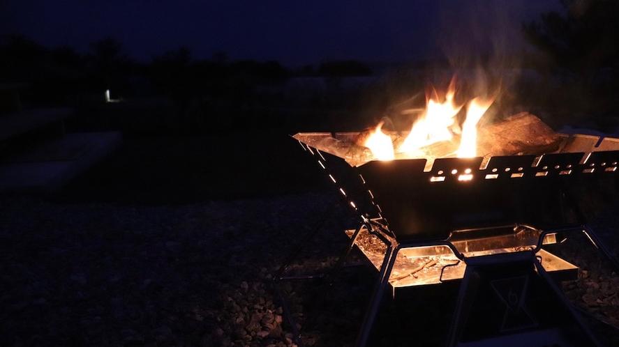 焚火/パチパチと燃える火を眺めてゆっくり過ごそう