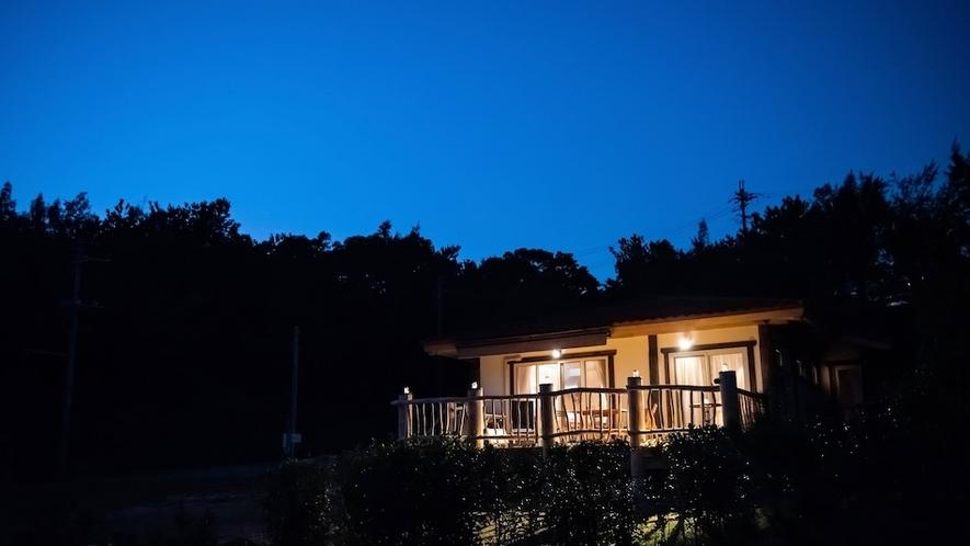 夜のコテージ/晴れた日には満天の星空をご覧いただけます