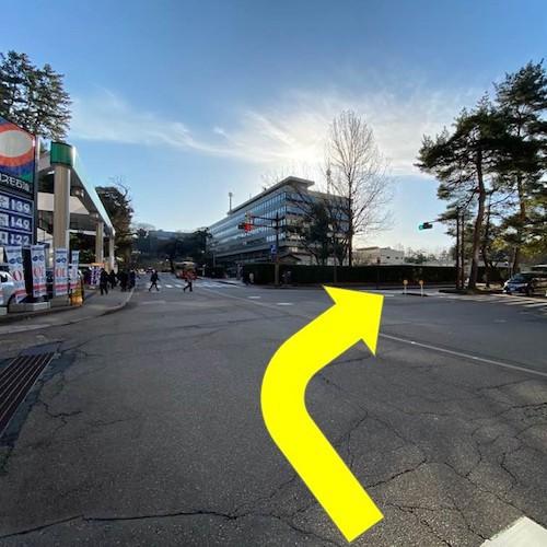 有料駐車場までのアクセス(昼間)〜(2)1つ目の信号を右折、千石通りに入る。
