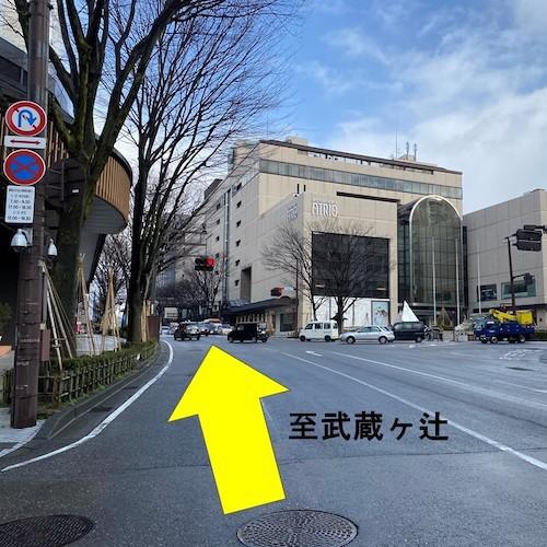 有料駐車場までのアクセス(夜間)〜(1)香林坊交差点より約1分直進。