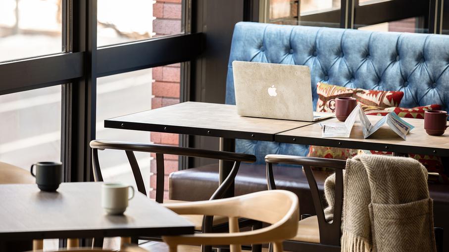 【カフェレストラン「さんかく堂」】 ゆったりとした贅沢な時間をお過ごしください