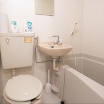 全室ユニットバス完備でシャンプー・コンディショナー・ボディソープ・歯ブラシ・タオルなど備えています。