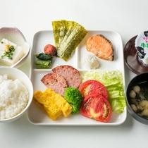 ご朝食一例:毎日作りたての身体にやさしいご朝食を食べて、朝から元気にお過ごしください。